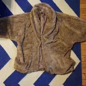 Super cute fuzzy 3/4 sleeve coat